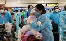Chuyến bay đặc biệt đón thai phụ, trẻ em, người bệnh hiểm nghèo từ TP.HCM về quê