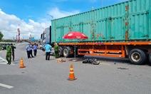 Xe container va chạm với xe điện, 2 nữ sinh tử vong