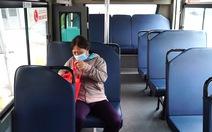 Video: Ngày đầu hoạt động lại, xe buýt ở TP.HCM có lúc chỉ chở 1-2 khách