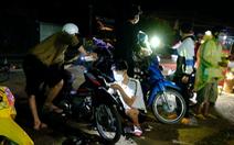 Đội SOS trắng đêm sửa xe miễn phí cho người về quê