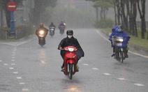 Đêm nay Kompasu vào Biển Đông thành bão số 8, TP.HCM mưa kéo dài đến 13-10
