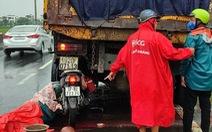 Về quê tránh dịch lại va chạm với xe tải, hai người đàn ông thương vong