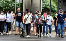 Singapore kêu gọi người dân không sợ COVID-19 đến tê liệt
