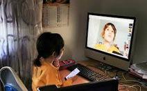 Bảo vệ trẻ em ở nhà học trực tuyến, chơi qua mạng ra sao?