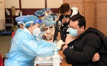 Trung Quốc bắt 80 người bán vắc xin COVID-19 giả