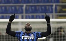 Lukaku rực sáng đưa Inter Milan lên đầu bảng