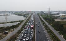 Hết Tết, ôtô ken đặc trên cao tốc Pháp Vân - Cầu Giẽ hướng về Hà Nội