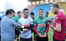 Sau lì xì đầu năm, Lee Nguyễn và các cầu thủ TP.HCM tập khai xuân gần 2 tiếng