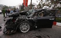 Ôtô lộn nhào, nát đầu sau khi đâm liên tiếp 4 xe khác chiều mùng 5 Tết