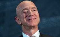 Tỉ phú Jeff Bezos giành lại ngôi giàu nhất thế giới từ Elon Musk