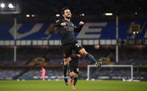 Thắng thuyết phục Everton, Man City bỏ xa Man Utd 10 điểm