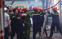 Nhiều tiếng nổ kèm khói lửa bốc lên ngùn ngụt tại một căn nhà ở quận Phú Nhuận