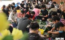 Sinh viên gói 1.000 bánh chưng tặng sinh viên khó khăn về quê ăn Tết