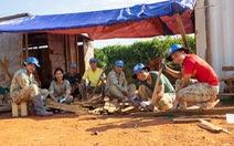 Những bộ bàn học để lại Nam Sudan