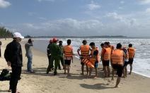 Bảo vệ nhà hàng mất tích khi lao ra biển cứu người đuối nước