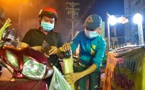 Nửa đêm người dân đi mua cá lóc để vía Thần Tài