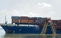 Tàu 8.000 tấn chết máy, đâm gãy ngang cẩu thi công cầu Phước Khánh