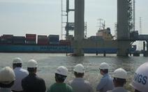 Tàu container tông sập cẩu thi công cầu Phước Khánh, thiệt hại 20 tỉ đồng