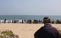 Một học sinh mất tích khi tắm biển cùng bạn