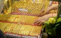 Giá vàng thế giới bất ngờ tăng mạnh, vượt ngưỡng 1.800 USD/ounce