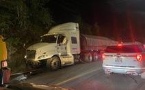 Xe chở bôxit mất lái gây tai nạn liên hoàn trên đèo Bảo Lộc