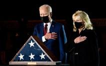 Tổng thống Biden tưởng niệm viên cảnh sát hi sinh trong vụ bạo loạn 6-1