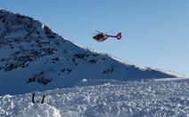 Chú chó thông minh cứu chủ thoát chết trong trận tuyết lở ở Thụy Sĩ