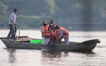Lo cá phóng sinh 'chầu trời', người dân ra giữa sông Sài Gòn thả