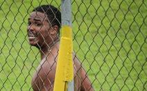 Cầu thủ lãnh án phạt nặng vì… cởi quần ăn mừng bàn thắng
