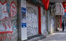Phố cổ Hà Nội đìu hiu, hàng loạt cửa hàng treo biển nghỉ bán