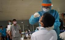 Lấy xong mẫu xét nghiệm COVID-19 cho 1.000 nhân viên sân bay Tân Sơn Nhất
