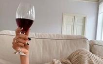 Uống rượu vang có thể ngừa COVID-19?