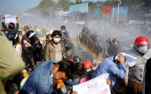 Cảnh sát Myanmar dùng vòi rồng giải tán người biểu tình phản đối đảo chính