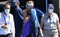 Azarenka khó chịu khi được hỏi lý do khó thở lúc đang thi đấu