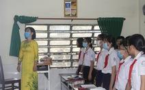 Cần Thơ: Học sinh chào cờ trong lớp phòng dịch bệnh COVID-19