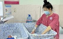 Cứu sống sản phụ 38 tuổi sinh hai bé trai bị nhau cài răng lược