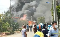 Cháy lớn, nhiều tiếng nổ phát ra từ nhà dân ở TP Thủ Đức