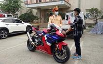 Tài xế phóng mô tô 299km/h trên đại lộ Thăng Long bị phạt 10,5 triệu