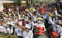 Ít nhất 6 người biểu tình Myanmar thiệt mạng, thêm nhiều cảnh sát chạy sang Ấn Độ