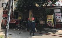 Hàn xì gây cháy nhà 4 tầng khiến hai người mắc kẹt