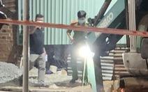 Sạt lở khi đào đất thi công ống nước, 1 người chết, 1 người bị thương