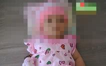 Giữa đêm khuya, bỏ bé gái 3 tháng tuổi trước nhà dân rồi bỏ đi