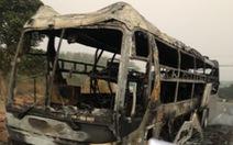 11 người thoát chết khi xe giường nằm bốc cháy lúc rạng sáng