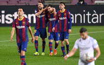 Messi lập cú đúp đưa Barca bám sát Atletico Madrid