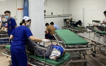 Xe chở đoàn đi lễ chùa đâm xe đầu kéo, 1 người chết, hơn 20 người nhập viện