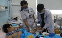 Bệnh viện 175 'cứu sống' hai bàn tay gần đứt lìa của hai thanh niên