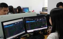 Chứng khoán tăng mạnh trở lại, bảng giá giao dịch trên sàn HoSE lại bị đơ