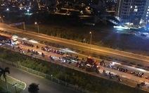 Hàng trăm 'quái xế' chặn cao tốc làm đường đua bạt mạng, người dân khiếp sợ