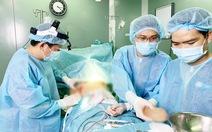 Mổ gấp một nữ bệnh nhân bị spa ở quận 7 'bỏ quên' gạc trong ngực