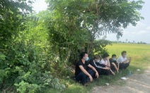 Dân báo 5 người Trung Quốc chờ 'người lạ' ngoài đồng vắng, công an Châu Phú có mặt